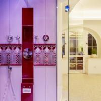 Dusche im privaten Spa. Keramische Formteile