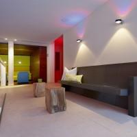 Lounge Feeling: keramische Wärmebank im Couch-Look