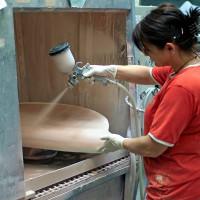 Die Keramik wird nach Kundenwunsch glasiert