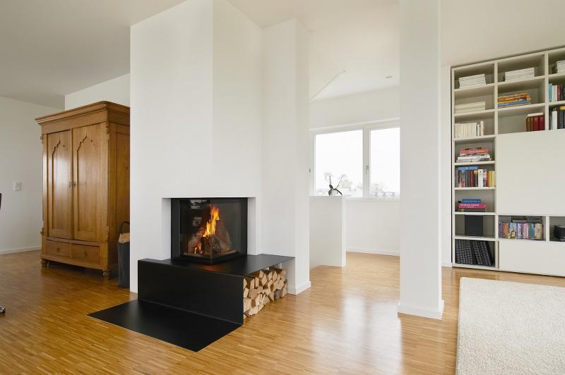 kamin mit feuertisch und holzlager aus stahlblech. Black Bedroom Furniture Sets. Home Design Ideas