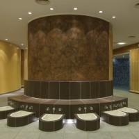 Runde Wärmebank CUBUS mit Fußbad. Fußbecken aus Keramik