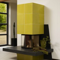 moderner Kamin in Hilpert Ausstellung mit Rüegg Piccolo-Einsatz und Bank