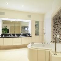 Bad mit Wanne und Waschtisch