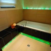 Wanne mit grüner LED-Beleuchtung