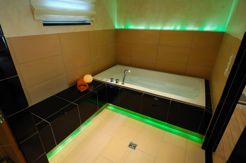 Wanne mit grüner LED-Beleuchtung - HILPERT - Feuer & Spa