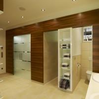 Ankleide mit Dusche und WC