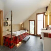 Wohnbad Badewanne und Waschtisch