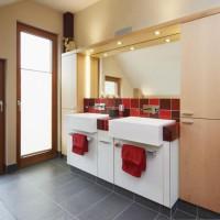 Waschtisch mit zwei Waschbecken und Keramikelementen