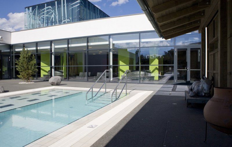 linsberg asia therme hotel public spa aussen hilpert feuer spa. Black Bedroom Furniture Sets. Home Design Ideas