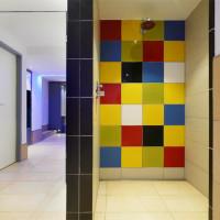Burg Hotel - Reinigungsdusche Umkleidebereich