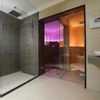 Privat Spa WAR zuhause - Wellness Dusche vor Dampfbad und Sauna