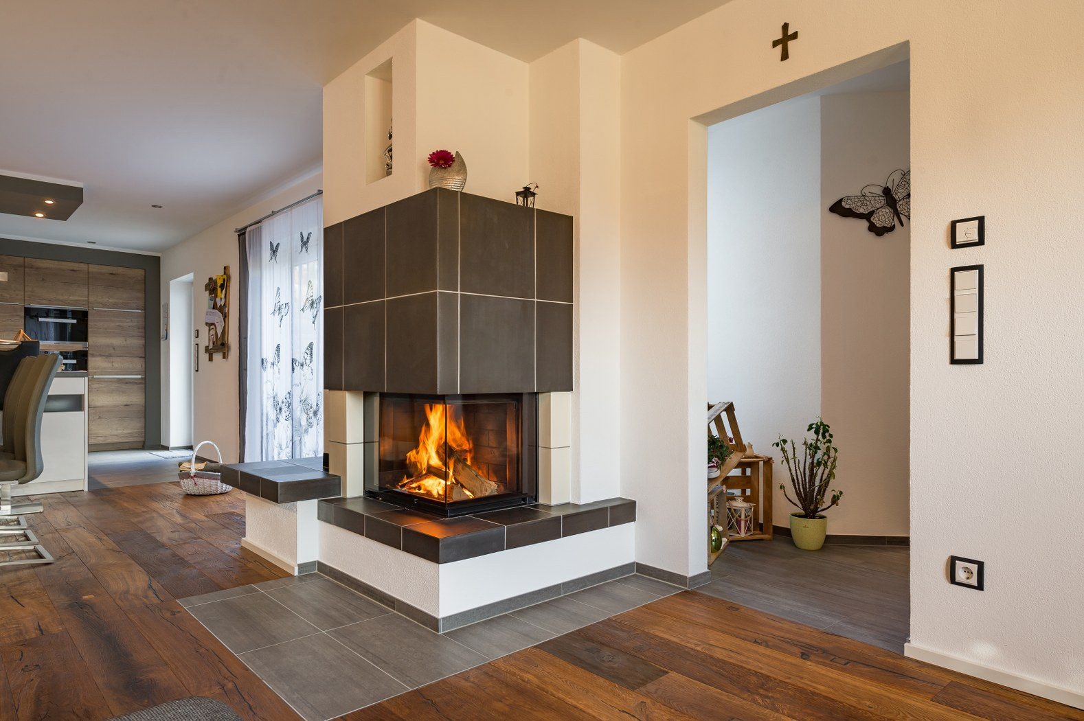 kamin keramik esszimmer wohnzimmer kachelofen hilpert feuer spa. Black Bedroom Furniture Sets. Home Design Ideas