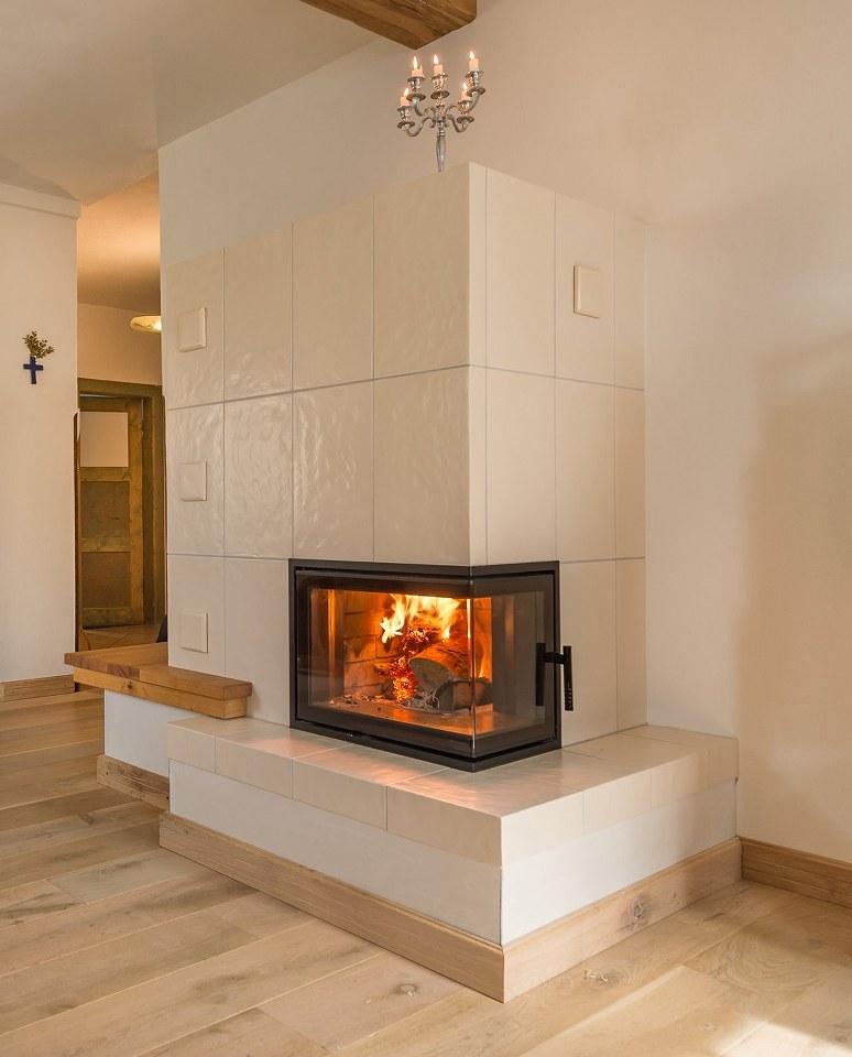 Kamin Keramik Kachelofen Wohnzimmer Hilpert Feuer Spa