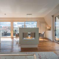 Privat Spa KOC freistehender Kamin im Wohnbereich Esszimmer Küche. Designkamin Tunnelkamin als Raumtrenner