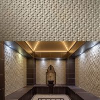 Wandkeramik in den Charolusthermen Bad Aachen: Hier realisierte Hilpert in der orientalischen Badewelt der Therme ein neues Havlet Dampfbad für ca 30 Personen.