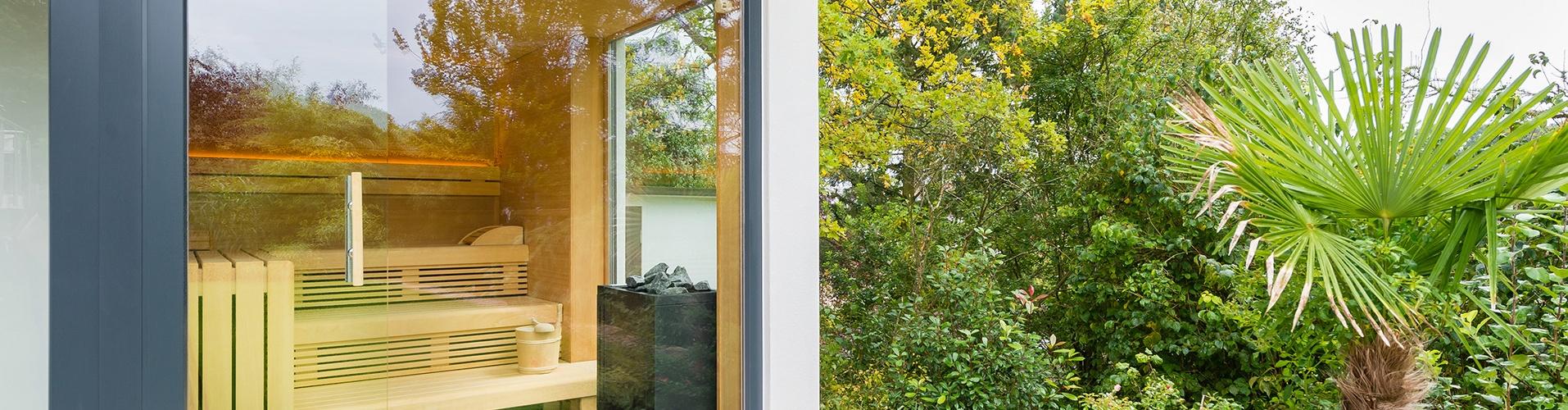 Wellness-Urlaub zuhause im Garten: Sauna, Dampfbad, Grillkamin auf Terrasse oder Balkon.